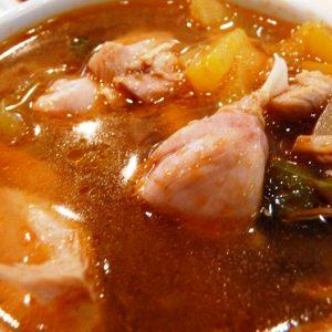 Vöröslencsés thai leves